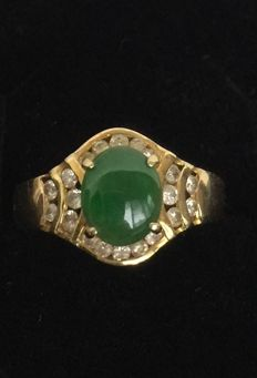 Vintage green jadeite and Diamond ring in 14K(585) gold, 4 grams