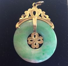 Jadite pendant with an 18 kt frame