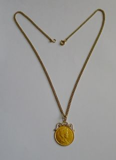 14 kt Yellow gold necklace with 21.6 kt, gold five guilder coin pendant on mount
