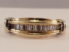 10 kt gold ring with 16 baguette cut daimonds - 0.25 ct