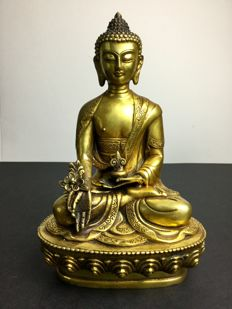 Depiction of the Medicine Buddha in cloisonné brass with old gold patina, Nepal late 20th century