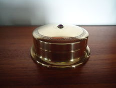 J.C. Stoffels, Onder den Sint Maarten - Brass lidded box with purple glass knob