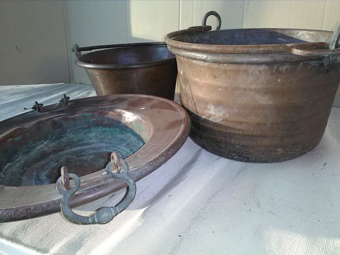Lot composed of 3 antique Italian handcrafted copper pots. Ca 1920.