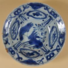 A 'Kraak' porcelain blue and white so-called 'klapmuts' bowl- China - ca 1600-1620 (Wan Li period)