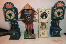Grandfather clock with movement and winding key for dolls house