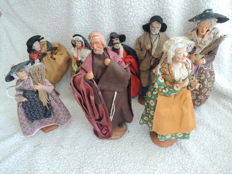 lot of 8 santons of Provence in terracotta