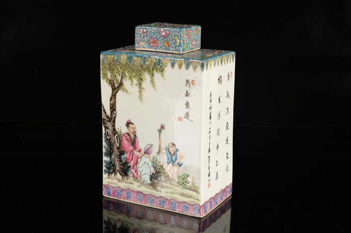 A Chinese Porcelain Tea Caddy, later production - China - second half/late 20th century