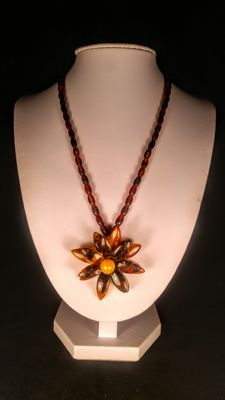 Vintage 100% Natural Baltic Amber necklace with flower pendant,  15 grams