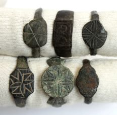 Lot of 6 bronze medieval rings -  18 mm - 21  mm (6)