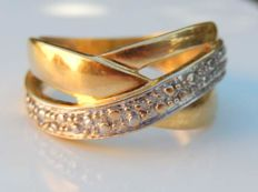 Crossed yellow and white gold hand hammered ring 18 kt ***NO RESERVE***