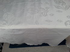 Round Damask tablecloth.