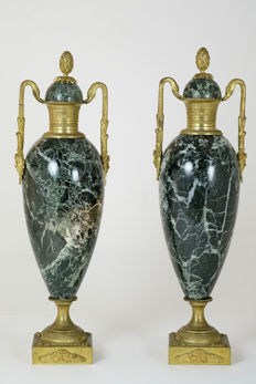 Pair of green veined marble cassolettes with gilded bronze fittings of swans - France - 20th century