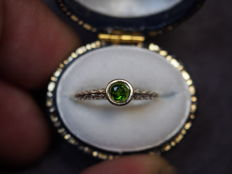 Cocktail ring in 14 kt gold, with yellow gold chromed  diopside.