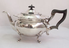 Fine Quality Silver Plated Teapot James Deakin & Sons, England - Late 19th Century