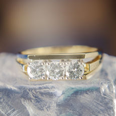 18K Solitaire Engagement / Entourage Ring Diamonds in brillant cut of c. 0,9 Ct  RS 55 : US: 7-7,5 : 17,5 mm∅