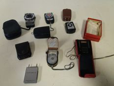 Lot of 5 exposure meters - Ikophot, Rex and Seconic - 2 Metz Mecablitzers, a Braun flash and 2 camera remote controls - 1960s