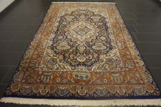 """Magnificent Persian palace carpet, vase motifs, Kashmar 200 x 300 cm, made in Iran, end of the 20th century """"signed"""""""