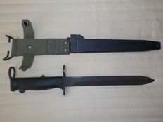 Bayonet DLT 04 83  with sheath for FAMAS  France