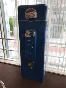 Pepsi machine Vendorlator VMC-SA144 from the 1950s