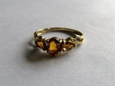Gold, vintage ring (1.56 grams) with 3 x Madeira citrine (approx. 0.72 ct). Size 17. NO RESERVE PRICE!