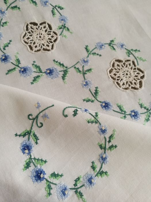 Tea tablecloth, cross-stitch embroidery and crochet decorations. Italy