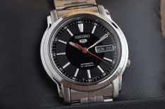 Seiko 5 automatic men's wristwatch, in mint condition