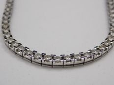 White gold rivière necklace and 10.26 ct diamonds