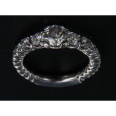 Stepped full eternity ring in white gold with diamonds, G-H, 1.85 ct, clarity VS SI, stepped shank - central I1 lot 37268