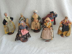 lot of 7 santons of Provence in terracotta