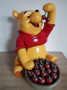 Disney, Walt - Statue - Winnie the Pooh Eating Cherries (1990s)