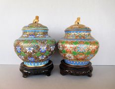 Two large bronze Chinese champleve  ginger jars on wooden base - China - second half 20th century