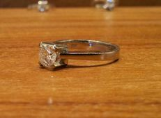 Anello solitario in oro bianco 18 Kt. Diamante 0,65 Ct  G/SI2-P1 COD. ARO 1003