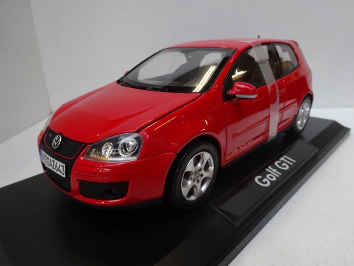 Norev Dealer Edition - Scale 1/18 - Volkswagen Golf V GTi - Red