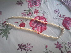 Necklace-pendant composed of cultured pearls. Fine pearls, weight: 20 g, length: 59 cm - Double clasp.