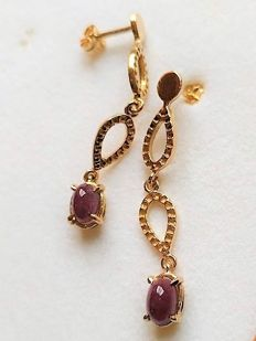 New earrings made in Spain with rubies of 1.40 ct and 14 kt gold - 3.5 cm long