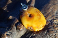 Pendant with butterscotch amber circa 1920, 14.8 g