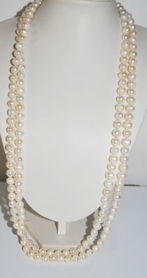 Necklace made with freshwater cultured 7.5 mm pearls, single strand (161 cm), weight 191 grams