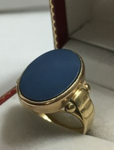 Heavy solid 14 kt classic royal yellow gold signet ring, men's ring with still blank blue layer stone.