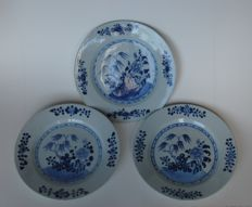 Plates with floral scenery - China - 18th century