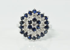 1.65 ct sapphire and 0.50 ct diamond ring in 18 kt white gold ** no reserve **