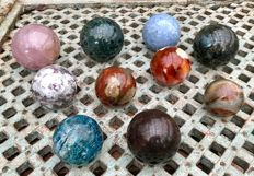 Interesting collection of Mineral spheres - 5.8 to 8.5 cm - 5.97 kg (10)