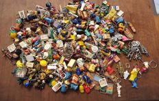 Key chains 1970s (270 items) - fairy tales/Smurfs/Perez/Sinterklaas/Pepsi, etc.