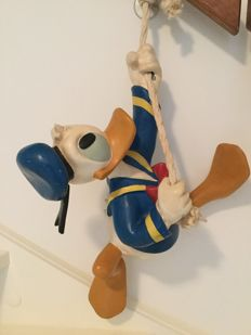 Disney - Large figure - Donald Duck hanging from a rope (c. 1980)