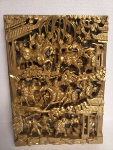 Openworked sculptured plate in gilded hard wood of warriors - China - late 20th century