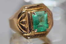 18 kt gold men's ring set with emerald, 2.5 ct.  Size 62 ***No Reserve Price***