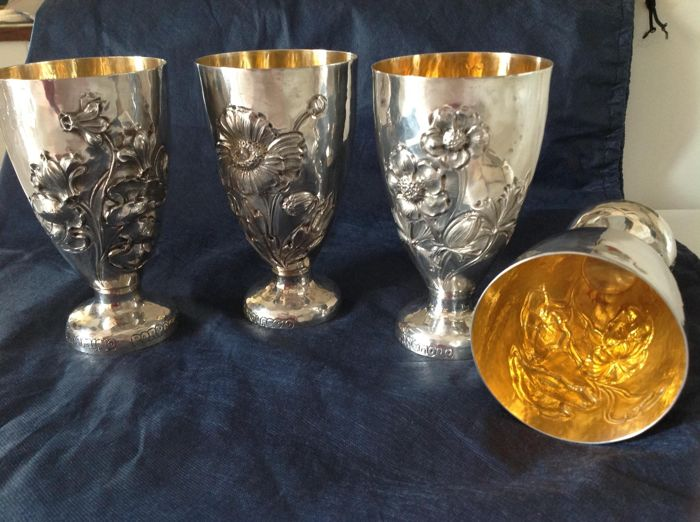 Glasses in embossed silver and vermeil. Argenterie Brandimarte, Firenze circa 1980