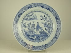 Large porcelain plate with figurative decorations - China - Qianlong period (1735-1796)
