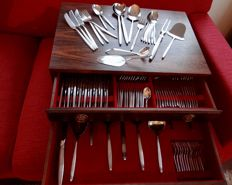 12 people extensive silver plated cutlery by GERO 100, 138 pieces, Art Deco, in case