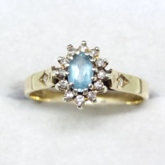 Large Vintage Aquamarine 9K /9ct Gold Ring with a shoulder of 12 Si grade diamonds. Aquamarine star design