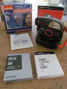 Polaroid 600 extreme with 2 cassettes